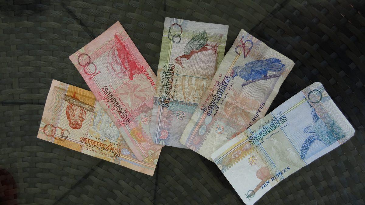 Seychely - měna, peníze, směnárny